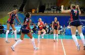 图文:女排/4决赛美国胜意大利 队员在庆祝胜利