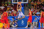 图文:中国男篮VS立陶宛 加夫托卡斯灌篮