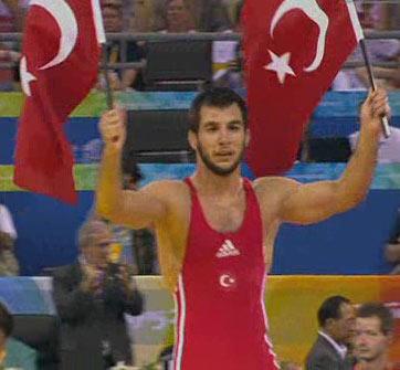 图文:[夺金时刻]沙欣男子自由式66公斤级夺冠