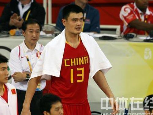 图文:男篮1/4决赛中国不敌立陶宛  姚明退场