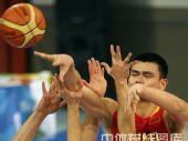 图文:男篮1/4决赛中国不敌立陶宛  突破进攻