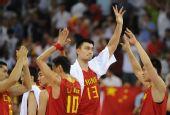 图文:男篮1/4决赛中国不敌立陶宛 感谢观众