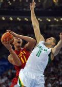 图文:男篮1/4决赛中国不敌立陶宛 易建联强攻