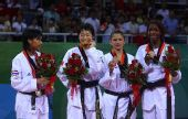 图文:吴静钰女子49公斤级夺冠 前四名合影