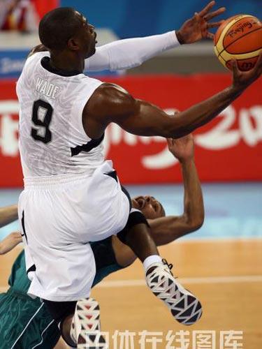 图文:男篮1/4决赛美国胜澳大利亚 漂亮投球