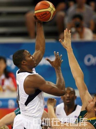 图文:男篮1/4决赛美国胜澳大利亚 篮下进攻