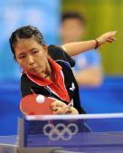 图文:女单第三轮 韩国名将朴美英在比赛中
