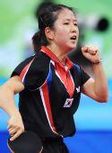 图文:女单第三轮 韩国名将朴美英庆祝得分