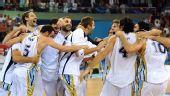 图文:阿根廷男篮挺进四强 众队员齐声欢呼胜利