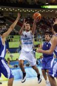 图文:阿根廷男篮挺进四强 吉诺比利带球进攻