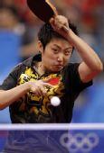 图文:乒乓球女单第三轮赛况 郭跃在比赛中