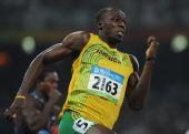图文:博尔特再夺男子200米金牌 在奔跑的瞬间