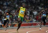 图文:博尔特再夺男子200米金牌 远距离看跑步