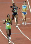 图文:女子400米栏牙买加选手夺金 冲向终点