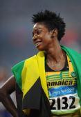 图文:女子400米栏牙买加选手夺金  比赛后庆祝