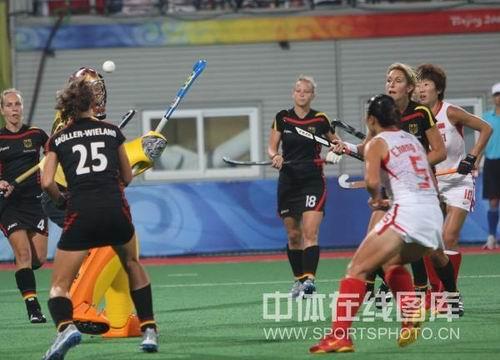图文:中国3-2德国晋级决赛  队员们进攻中
