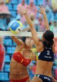 图文:女子沙排薛晨/张希获铜牌 薛晨比赛扣球