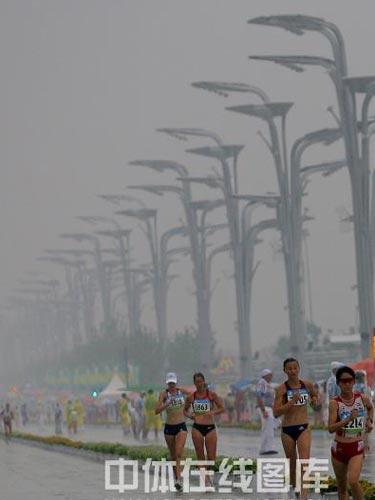 图文:奥运会女子20公里竞走赛况 快速行走