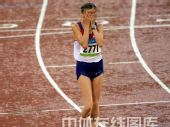 图文:奥运会女子20公里竞走赛况 捂住眼睛
