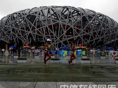 图文:奥运会女子20公里竞走赛况 走过鸟巢