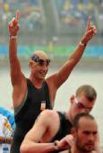 图文:男子10公里马拉松游泳 赛后庆祝胜利