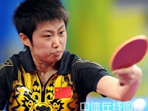 图文:乒乓球女单郭跃轻取李佼 比赛瞬间