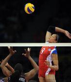 图文:女排半决赛古巴VS美国 桑切斯重炮扣球