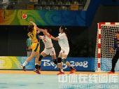 图文:女手排名赛中国胜瑞典 中国队防守