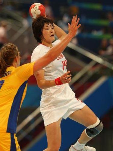 图文:女手排名赛中国胜瑞典 瑞典防守严密