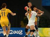 图文:女手排名赛中国胜瑞典 防守激烈