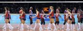 图文:女排半决赛美国VS古巴 赛后握手致意