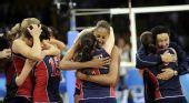 图文:女排半决赛美国VS古巴 美国队庆祝胜利