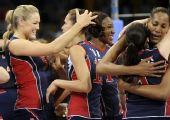 图文:女排半决赛美国3-0古巴 拥抱庆祝