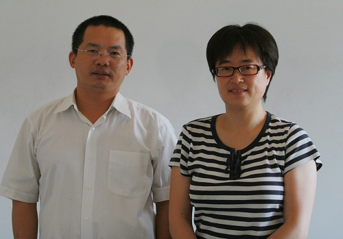 山水自然保护中心负责人吕植(右)接受搜狐网总编助理阳光(左)访问