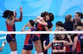 图文:女排半决赛美国胜古巴 郎平庆祝