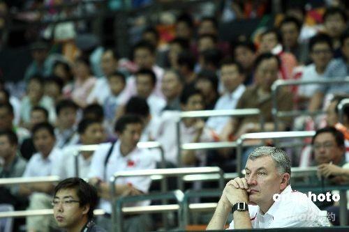 中国男篮主教练尤纳斯 中新社发 盛佳鹏 摄