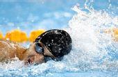 图文:现代五项男子200米游泳赛况 永不放弃