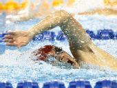 图文:现代五项男子200米游泳赛况 争分夺秒