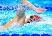 图文:现代五项男子200米游泳赛况 勇往直前