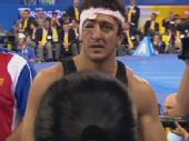 图文:男子自由式96公斤级 戈格舍利泽获胜离场