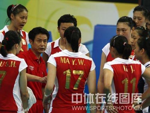 图文:女排半决赛中国vs巴西 布置战略