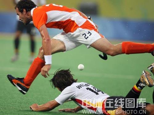 图文:男曲半决赛德国晋级决赛 不幸跌倒
