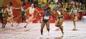 图文:奥运女子4*100米第一轮 美国失误瞬间
