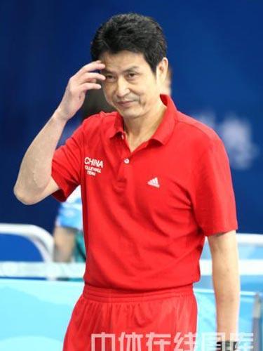 图文:女排半决赛中国负于巴西 教练陈忠和