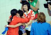 图文:女子十米台陈若琳夺金 喜悦的泪水