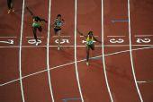 图文:女子200米牙买加选手夺冠 韦罗妮卡冲刺