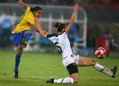 图文:女足美国队夺冠 巴西队球员玛塔在比赛
