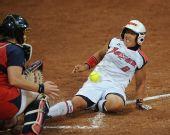 图文:垒球美国队获得亚军 日本队球员广濑芽