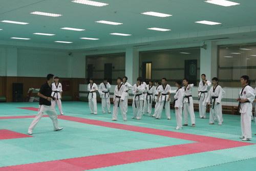 什刹海体校的跆拳道运动员正在训练