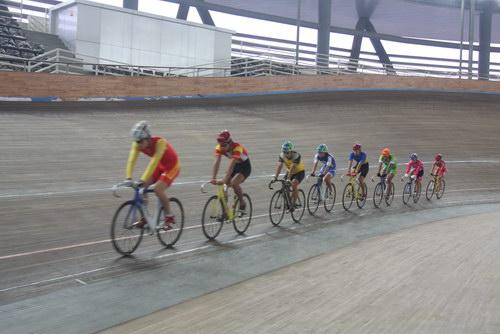 芦城体校的自行车运动员正在训练